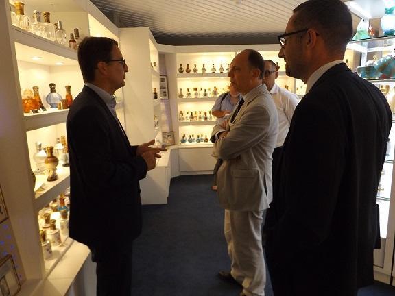 Visite de l entreprise lampe berger actualit s accueil les services de - Lampe berger bourgtheroulde ...